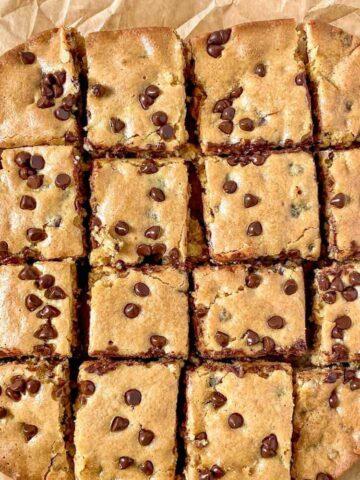 chocolate chip blondie pieces