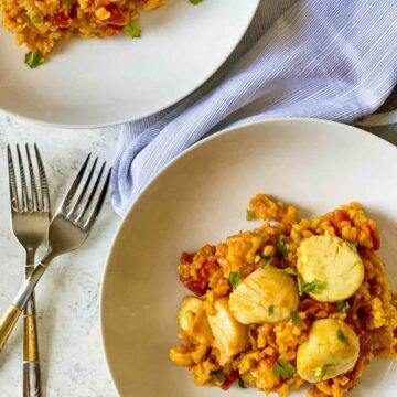 scallops on a plate of arborio rice